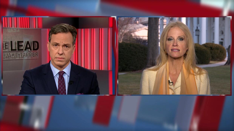 Un periodista de CNN acorrala a la asesora de Trump
