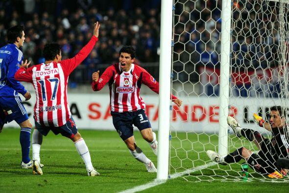 Jonny Magallón festeja su segundo gol, el que cerró la serie de semifina...