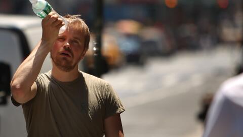 Autoridades advierten por los riesgos de la ola de calor.