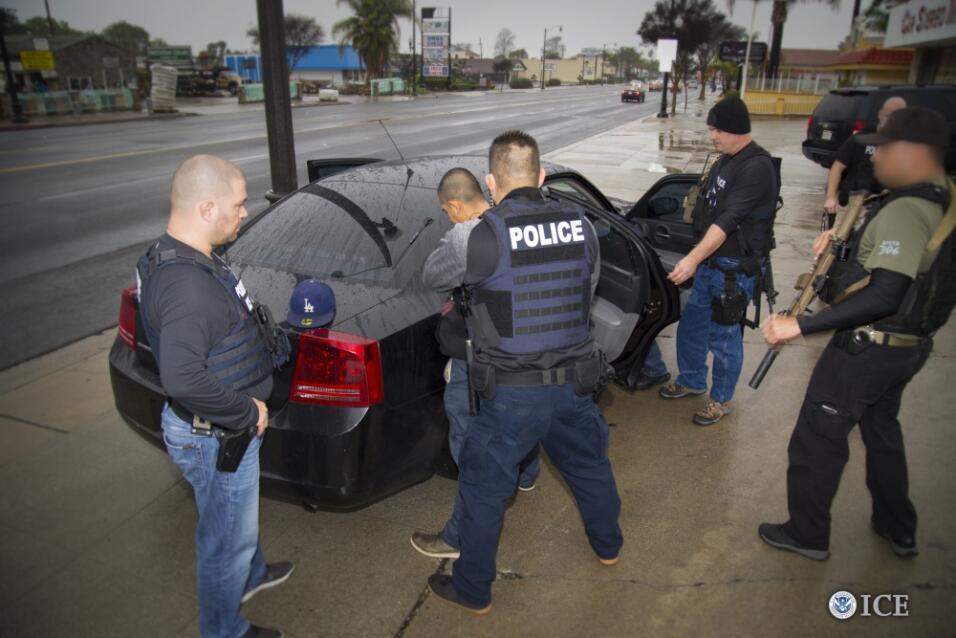 Una de las 161 detenciones que realizó ICE en el sur de California duran...