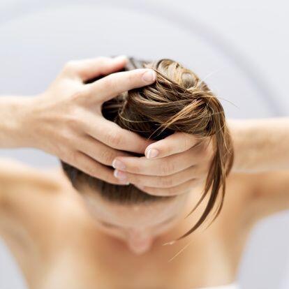 Es posible que tu estilo de vida te pida tomar una ducha diariamente, pe...