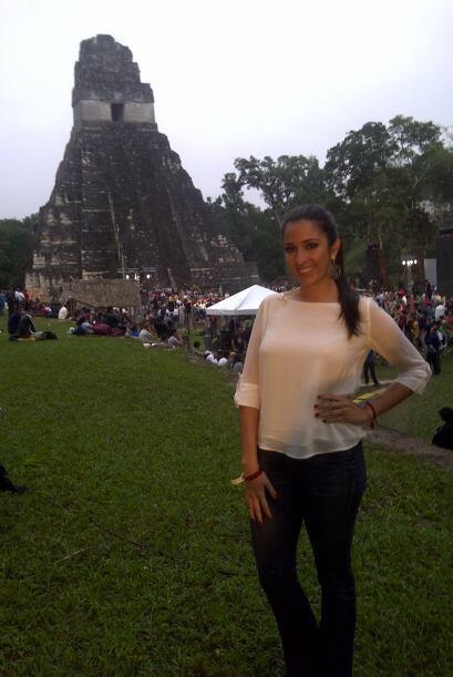 Ya en la zona arqueológica de Tikal, Maity no perdió oportunidad para to...