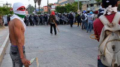 Regresa la violencia a Guerrero con enfrentamiento de federales y normal...