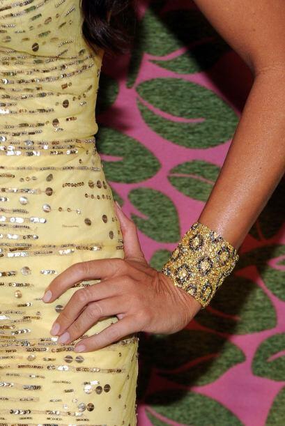 Pero no sólo impactó con el vestido, sino también con la finísima joyerí...