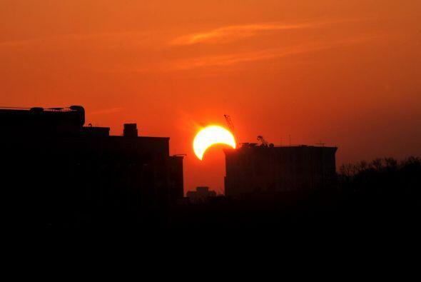 Este eclipse total de Sol no sólo se produce en el equinoccio sino que t...