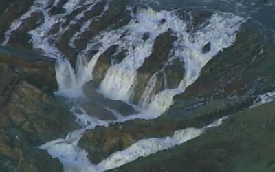 Evacúan el área cerca de la represa Oroville en California por peligro d...