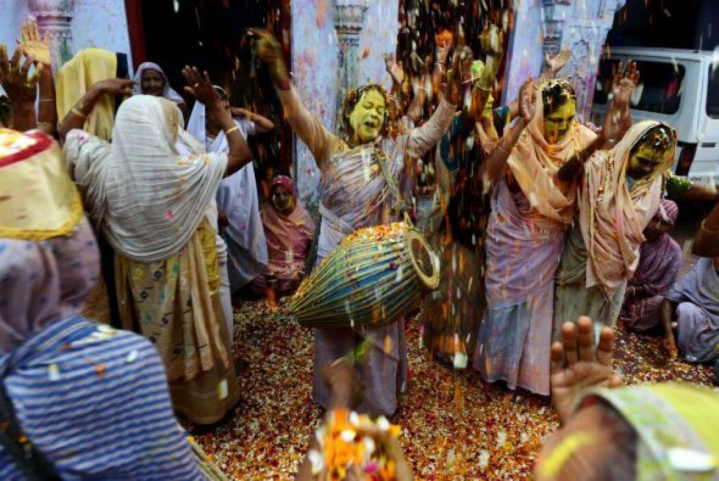 En la ciudad de Vrindavan, en el estado de Uttar Pradesh, más de mil viu...