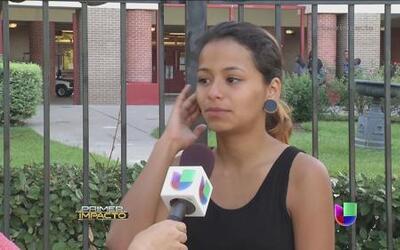 Estudiante golpeada por usar su celular en la escuela encabezó una protesta