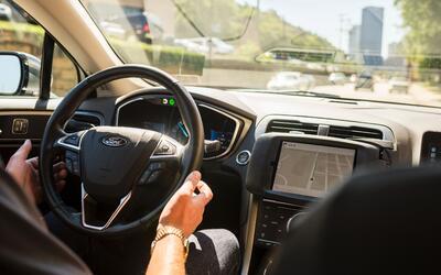 Vehículo autónomo de Uber circula por las calles de Pittsb...