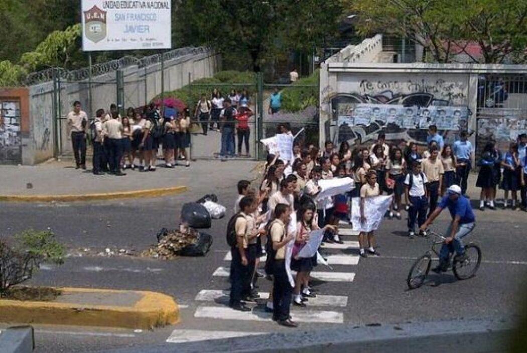 Un grupo de manifestantes bloquea un tramo de la Avenida Barquisemeto, e...