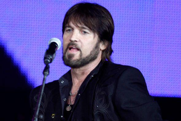 El papá de Miley es Billy Ray Cyrus, el famoso cantante country,...