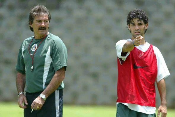El entrenador argentino comenzó su aventura con el Tri en el 2002...