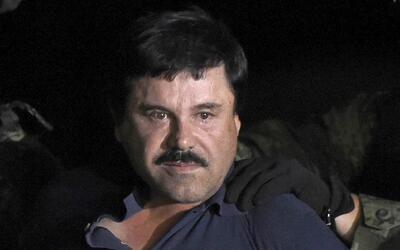 El narcotraficante mexicano Joaquín 'El Chapo' Guzmán tras...
