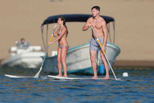 """Y aprovecharon para practicar un poco de """"paddle boarding""""."""
