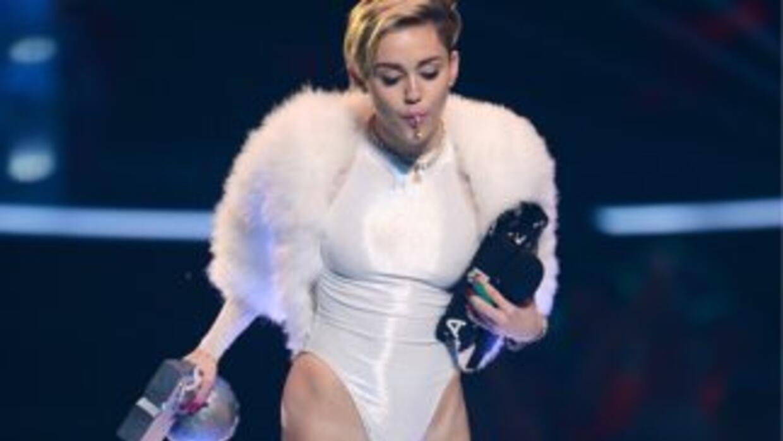 La imagen donde aparece Miley prendiendo un sospechoso cigarrillo fue ce...