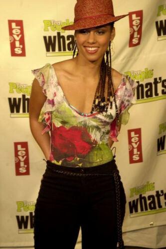Alicia Augello Cook es el nombre verdadero de la cantante, actriz y comp...