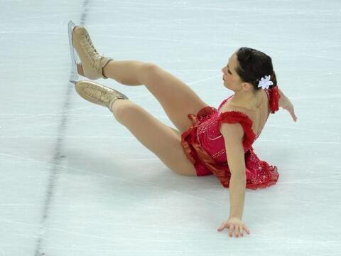 La italiana Nicole Della Monica sufrió un percance junto con el i...