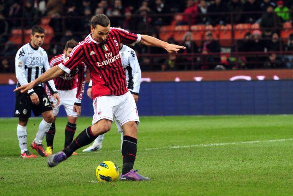 El Siena cometió un penal y de este mismo se encargó el jugador sueco Zl...