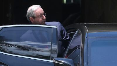 El presidente de la Cámara de Diputados de Brasil, Eduardo Cunha, subién...