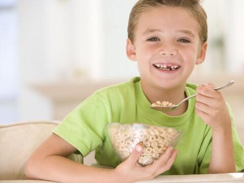 La nutrición de tu pequeño juega un papel fundamental para ayudarle a te...