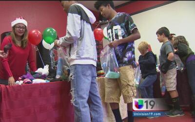 Decenas de personas se reúnen en West Sacramento para ayudar a indigentes
