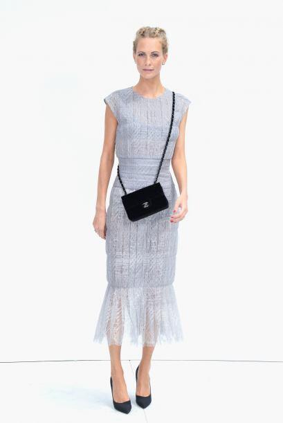 Poppy Delevingne acudió muy fresca y femenina en un coqueto vesti...