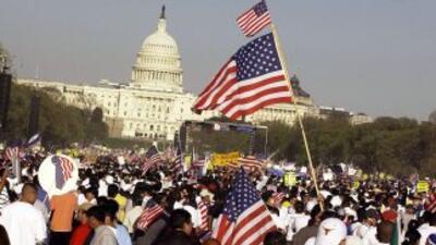 Inmigrantes durante una protesta a favor de la reforma migratoria frente...