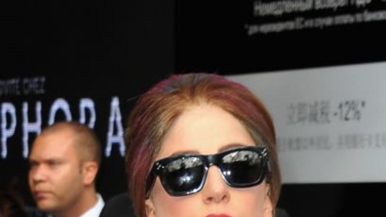 Lady Gaga quiere que su amiga Versace sea la encargada de su vestido de...