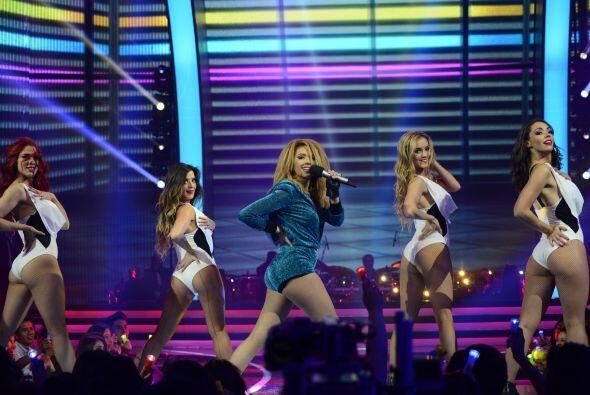 Paloma dio un gran número, acompañada de las bailarinas de...