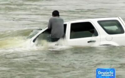 Dramático rescate de un hombre que cayó a un río con su auto