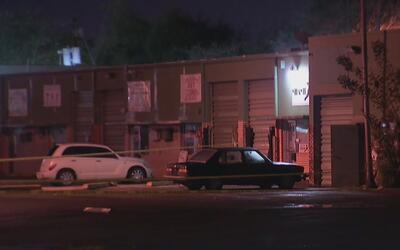 Tres muertos durante un tiroteo en un complejo de bodegas comerciales en...