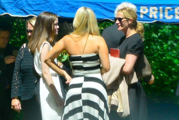 Julia acompañó a su madre en el funeral. Mira aquí los videos más chismo...