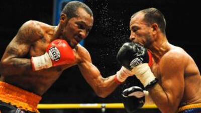 Anselmo 'Chemito' Moreno derrotó en dos ocasiones por decisión dividida...