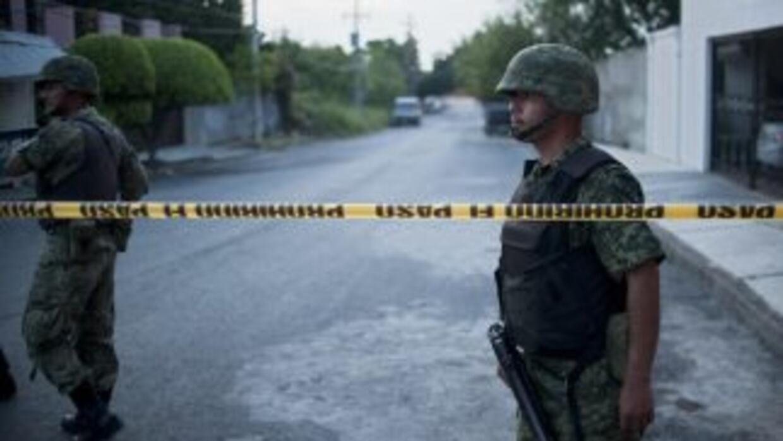 Al menos 13 pistoleros murieron el lunes en un tiroteo con militares ocu...