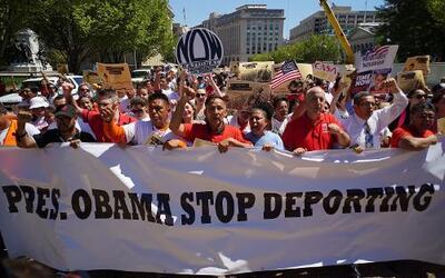 Detrás de la Noticia: opciones migratorias evaluadas por Obama
