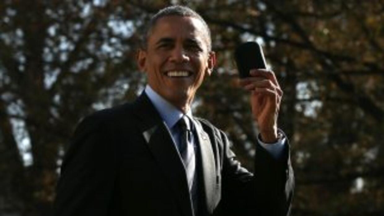 El presidente de Estados Unidos con su teléfono Blackberry en mano.