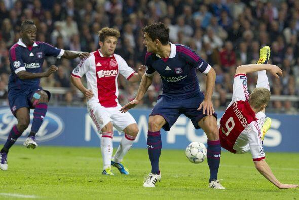 Mientras que el Lyon esperó el error del Ajax, cosa que no pas&oa...