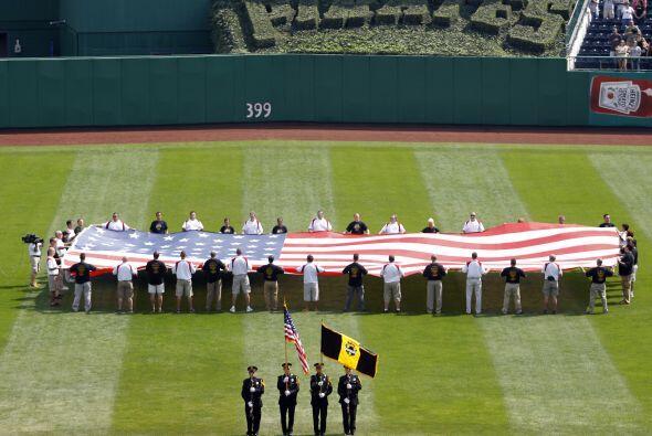 En Pittsburgh se rindió homenaje a la bandera.