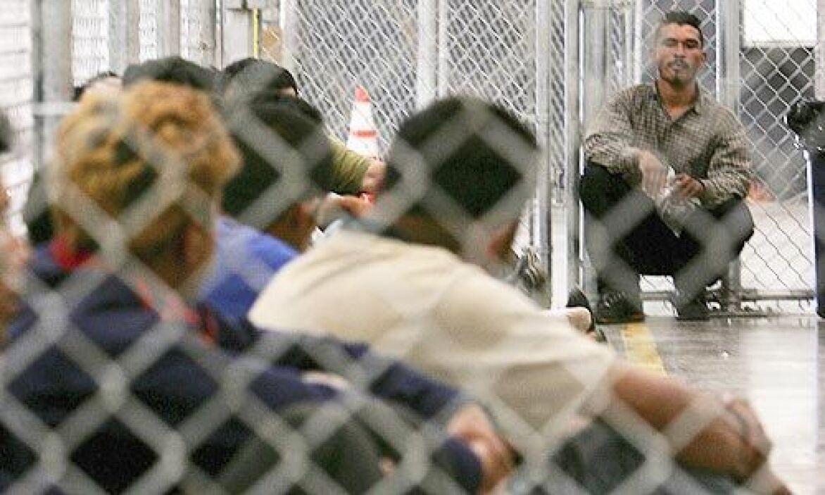 Las organizaciones pro inmigrantes le pidieron al gobierno que frenese l...
