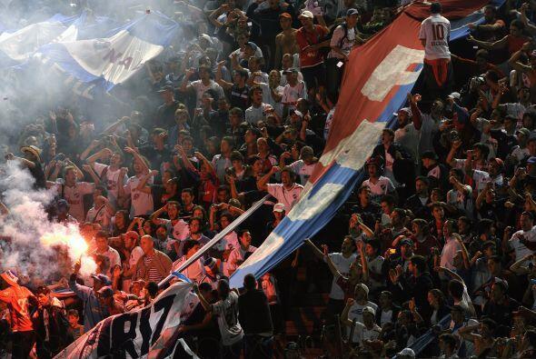 Nacional de Montevideo continúa dando batalla en la copa y sus hinchas n...