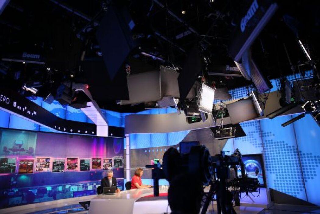 El set de Noticias Univision fue trasladado por completo hasta Newsport,...