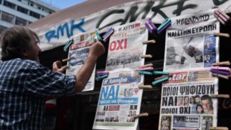 Indecisos, los griegos viven una jornada de reflexión de cara al históri...
