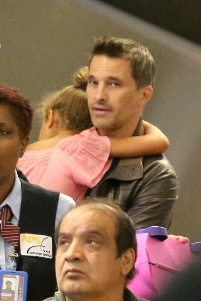 Olivier se hizo muy unido a la hija de la estrella, Nahla.  Mira aquí lo...