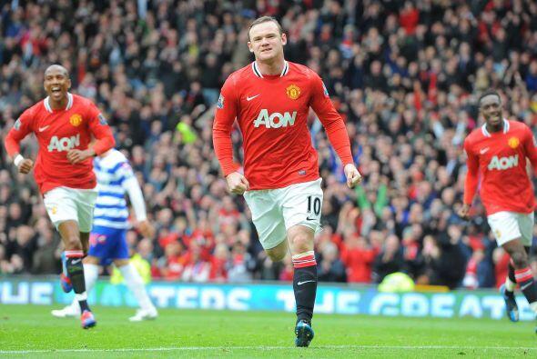 Rooney sumó un tanto más a su cuenta personal y abrió el marcador.