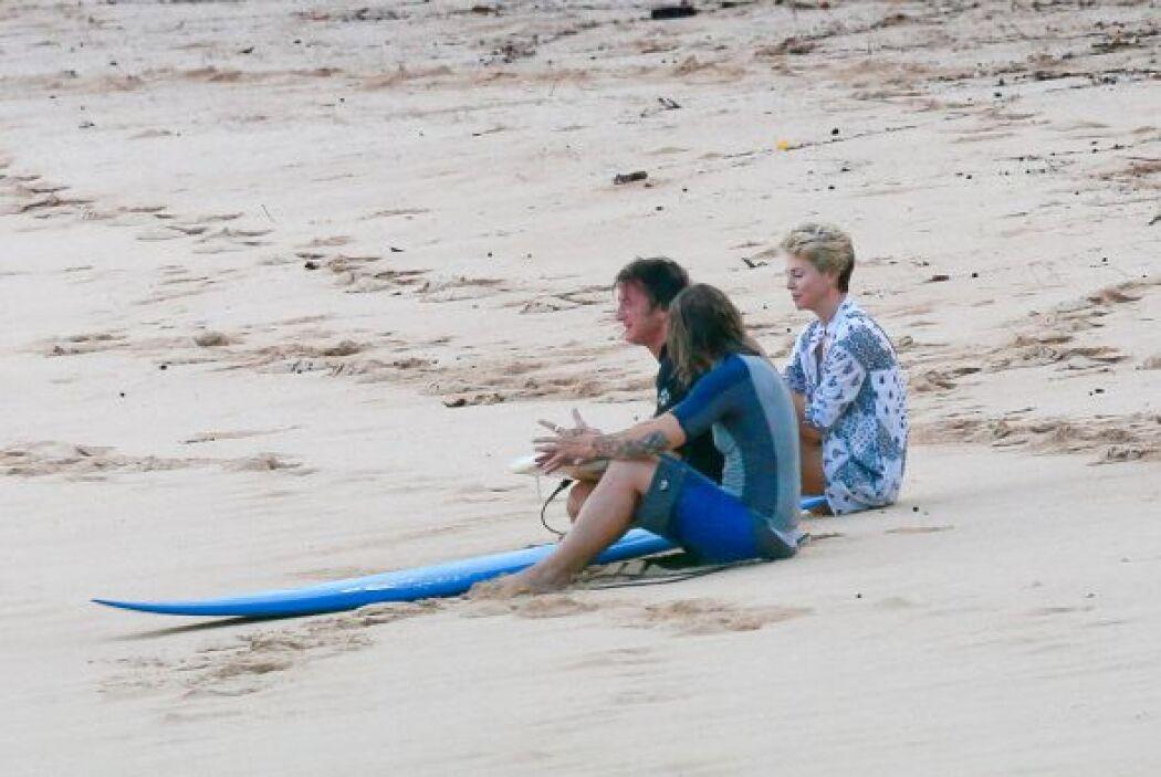 Las estrellas de cine están en Hawái. Mira aquí los videos más chismosos.