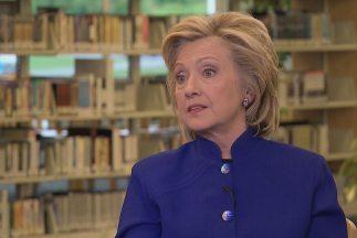 Hillary Clinton durante la entrevista con Univision