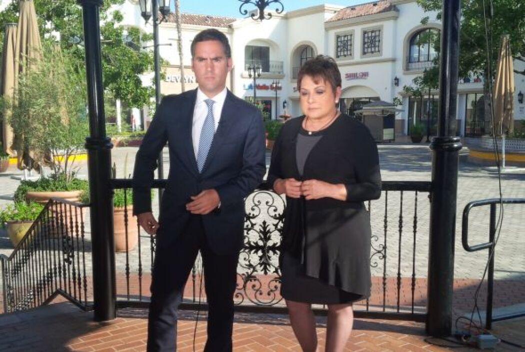 María Antonieta Collins y Enrique Acevedo están muy concentrados.