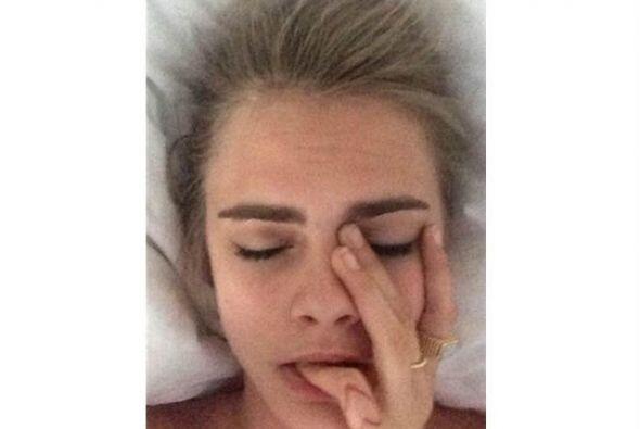 ¡Cara Delevingne es 'hot' y alocada hasta en su bedstagram! &iques...