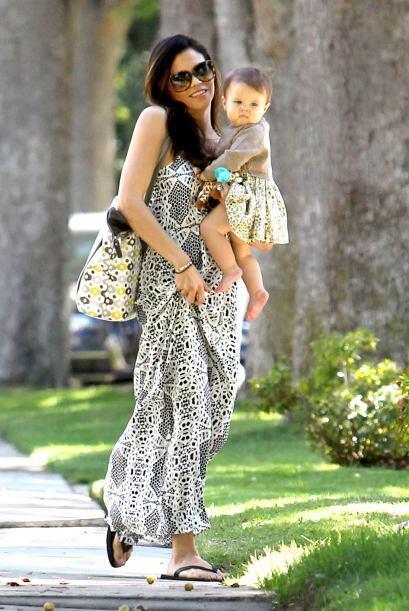 Disfruta de estas hermosas imágenes de Jenna y su bebé.  Mira aquí los v...