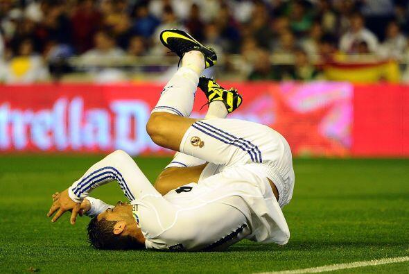 'CR7' terminó tirado en el campo y la pelota en los pies de Pinto, arque...